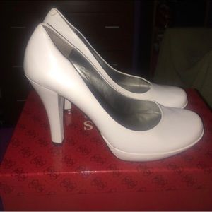 White Guess leather pumps